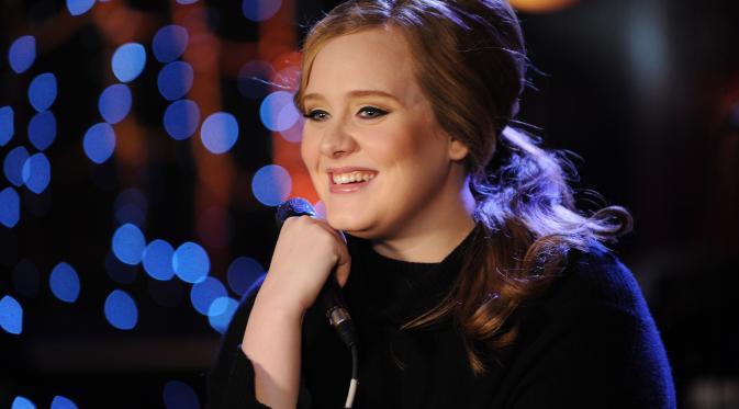 Inikah Wanita Berhijab yang Jadi Berita Usai Tangannya Dicium Adele?