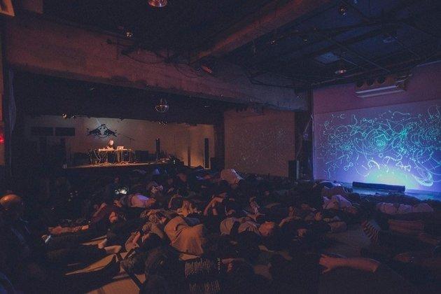 Konser musik Robert Rich (Huffington Post)