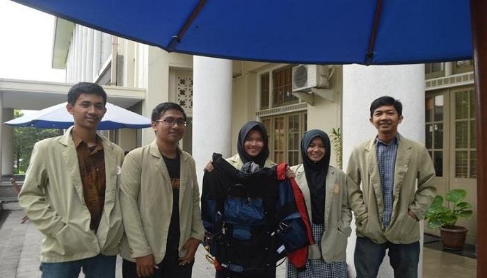 Mantap, Mahasiswa UGM Ciptakan Jaket yang Bisa Pijat