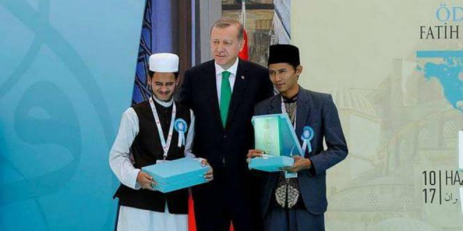 Zainal Abidin (kanan) bersama Presiden Turki Erdogan (Facebook)