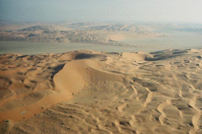 Padang pasir Rub al-Khali di Arab (Looklex)
