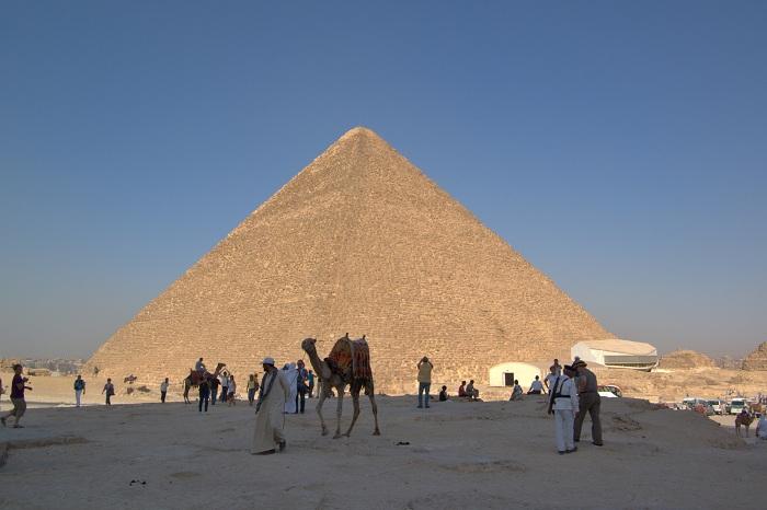 Piramida yang disebut berisikan makam Nabi Idris AS (Wikipedia)