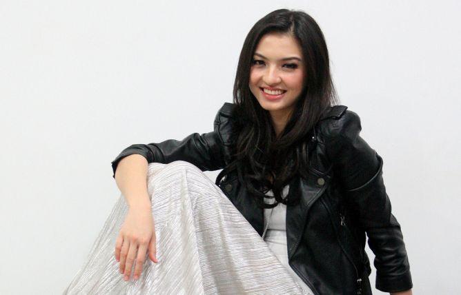 Raline Shah (Lampost)