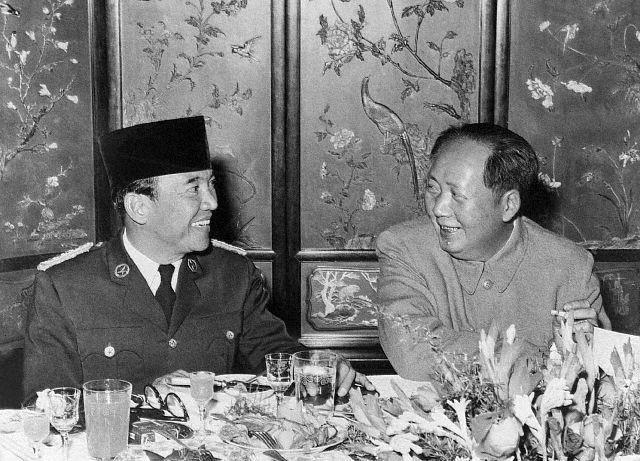 Sukarno dan Mao Tse-Tung (Wikiwand)