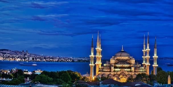 Ajaib! Masjid Cantik Ini Kubahnya Selalu Bersih
