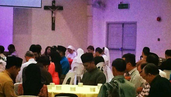 Muslim buka puasa di gereja (Facebook)