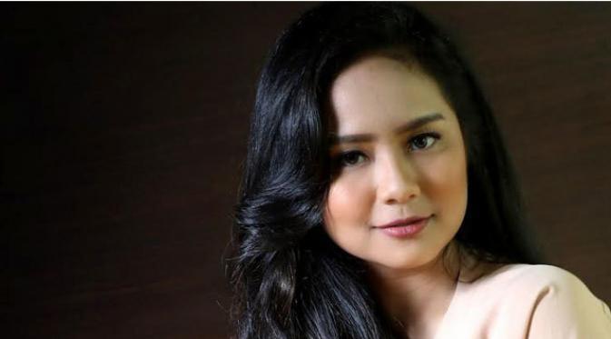 Ditemani Ahok, Begini Ekspresi Gita Gutawa Saat Jadi Gubernur