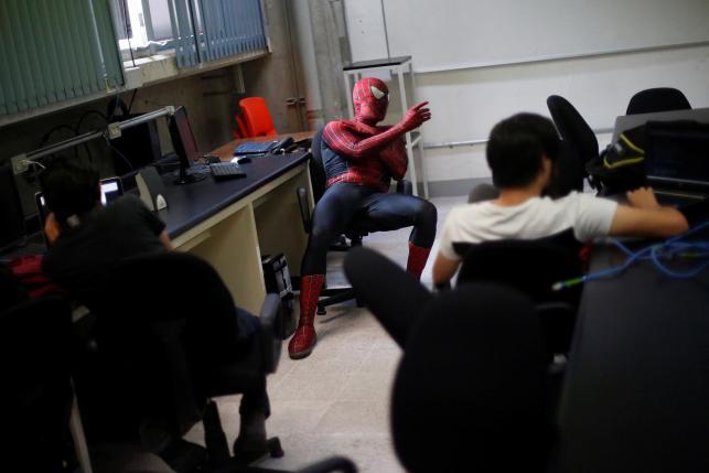 Vazquez di dalam kelas (Reuters)