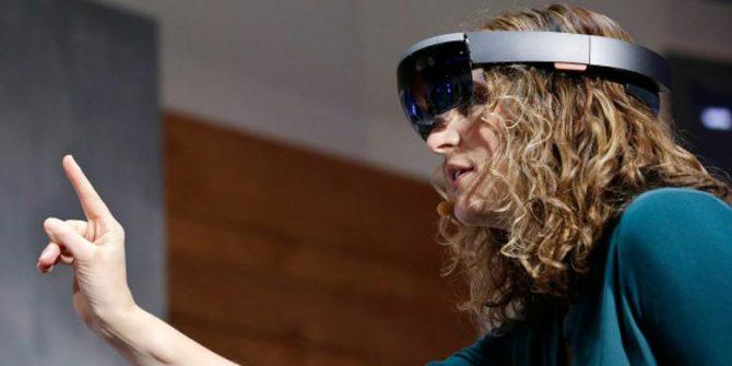 HoloLens (YouTube)