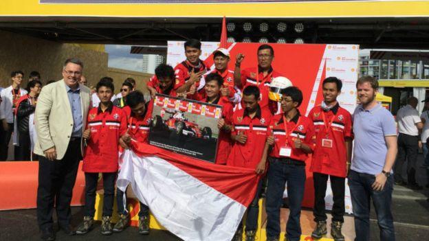 Tim Bumi Siliwangi juga mendapatkan hadiah dari Ferrari untuk belajar di Italia selama satu minggu (BBC Indonesia)