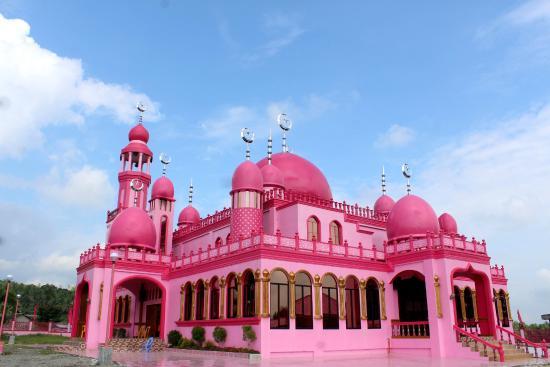 Bagian Samping Masjid Pink (www.tripadvisor.co.uk)