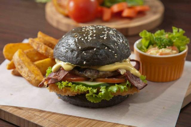 Burger Hitam di Blacklist (jakarta.panduanwisata.id)