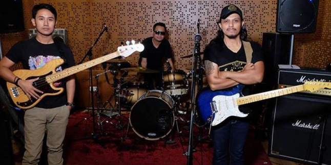 Gugun Blues Shelter (Meetthelabels)
