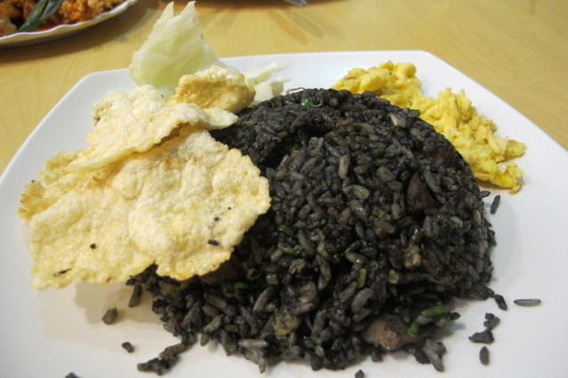 Nasi Goreng Hitam di Thole Kitchen (food.detik.com)