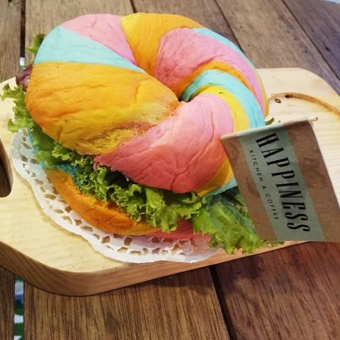 Rainbow Burger (hilyarious.blogspot.com)