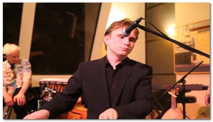 Buta dan Autis, Pria Ini Mampu Mainkan Ulang Lagu dalam Sekali Dengar