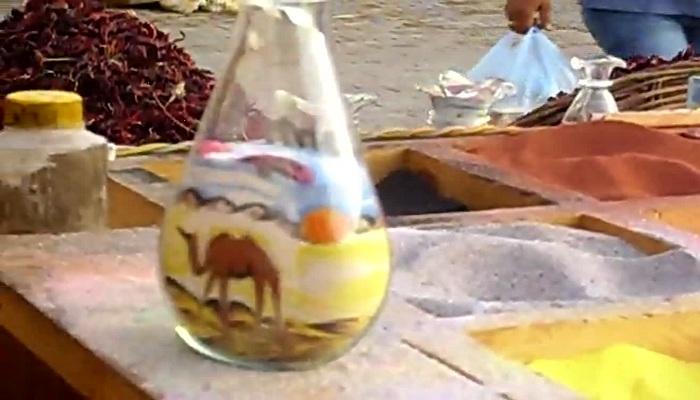 Luar Biasa, dari Pasir Warna-warni Bisa Tercipta Lukisan di Dalam Botol