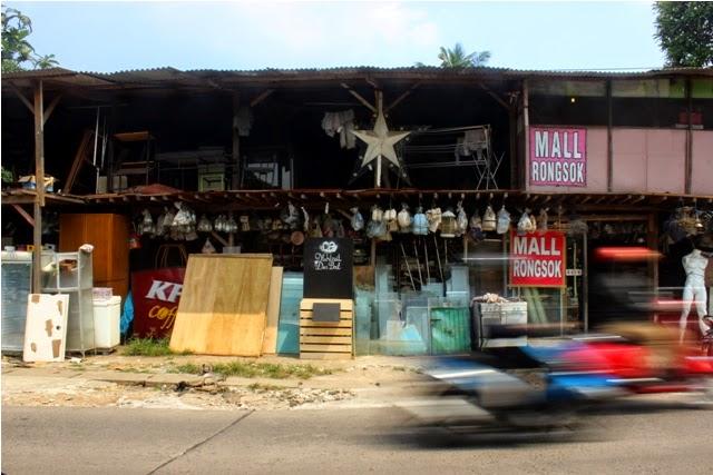 Mengintip Uniknya Mall Rongsok di Depok yang Mendunia