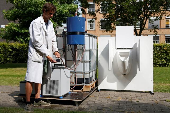 Ilmuwan Belgia melakukan eksperiman  (Reuters)