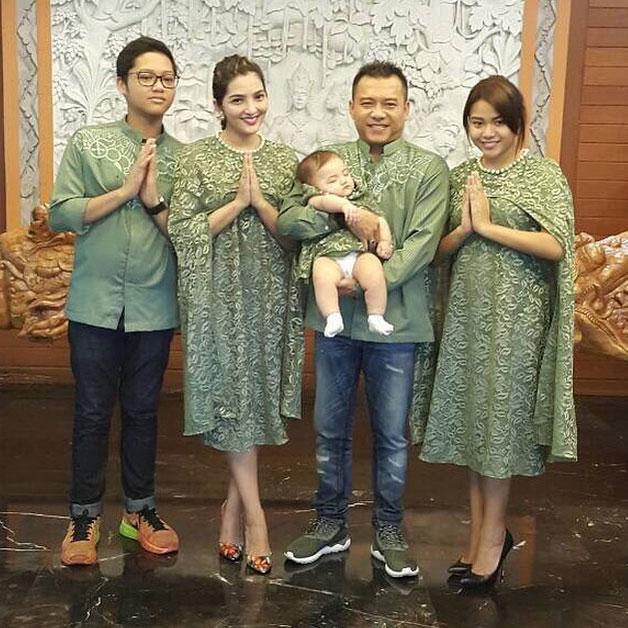 5 Potret Seragaman Baju Lebaran Sekeluarga Ala Seleb Indonesia