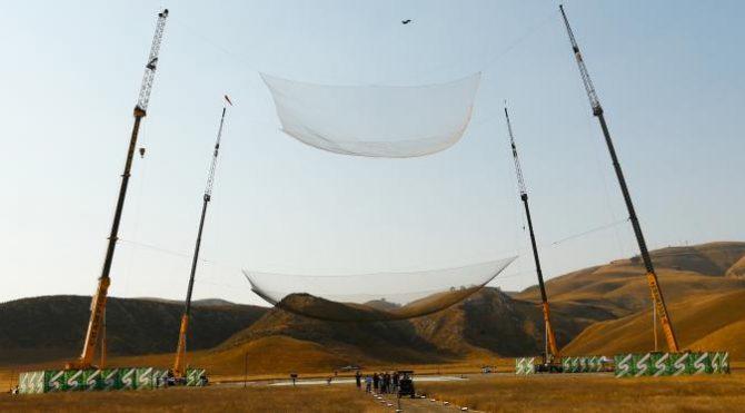 Jaring yang digunakan untuk menangkap jatuhnya Aikins (Getty Images)