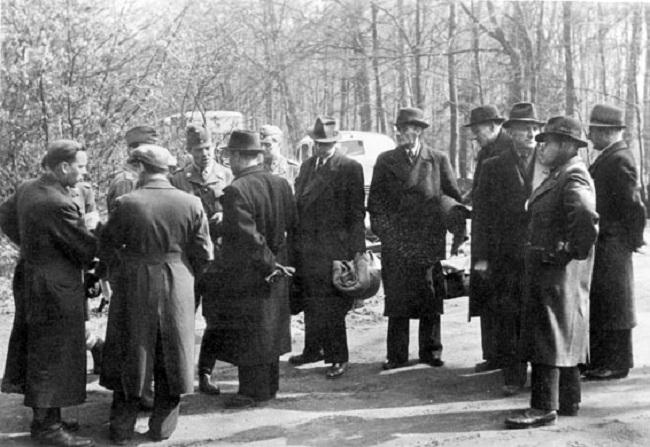 Agen Gestapo mengenakan pakaian biasa (Wikipedia)