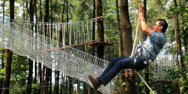Flying Fox di Tretes Treetop (www.tretestreetop.com)