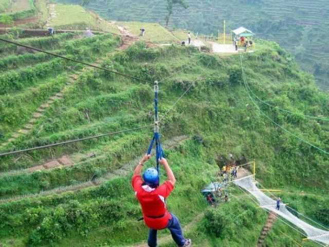 Flying Fox di Umbul Sidomukti (travelingyuk.com)