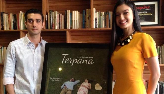 Raline Shah dan Fachry Albar dalam film Terpana (Viva)