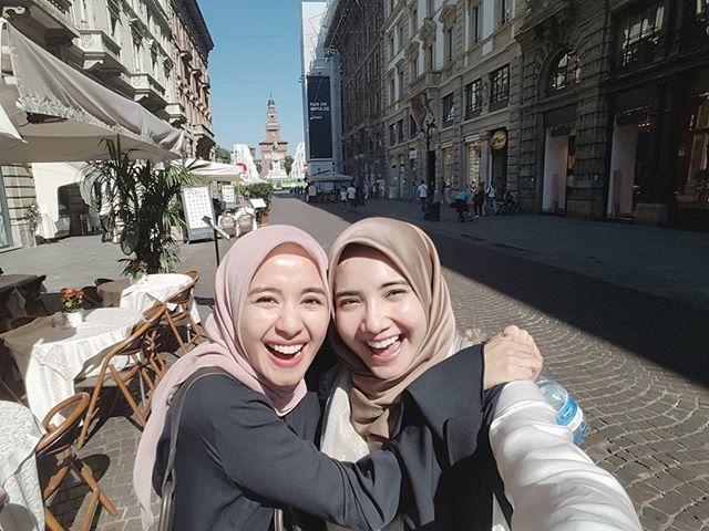Friendship Goals Ala Laudya Cynthia Bella dan Zaskia Sungkar, Liburan Manis Keliling Eropa