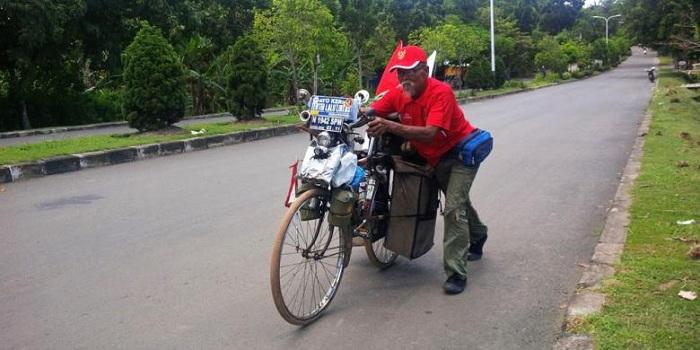 Cuma Pakai Sepeda Ontel, Kakek Asal Indonesia Ini Bisa Keliling 4 Negara