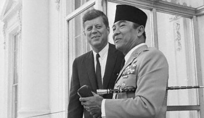 Sukarno dan John F. Kennedy (Viva)