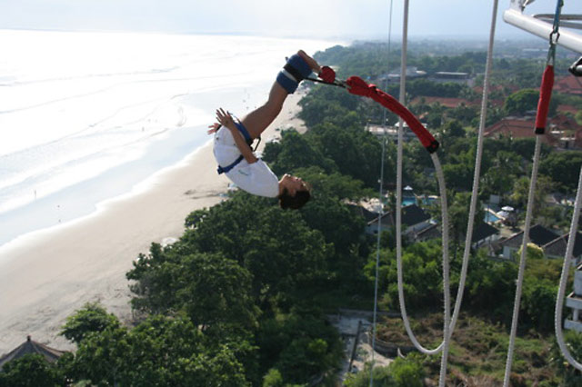 Bungee Jumping Seminyak Bali (www.anythingbali.com)