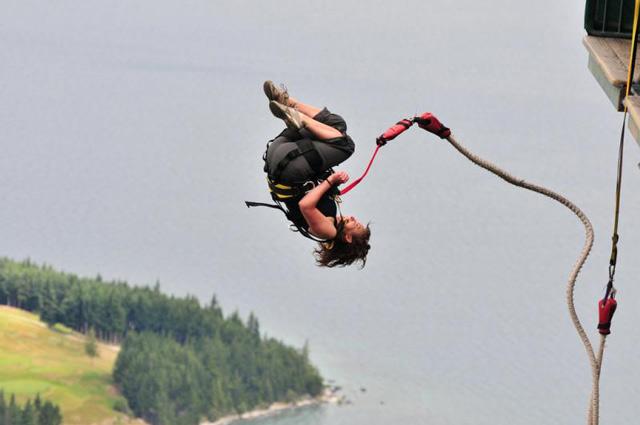 Bungee Jumping di Benasari Kuta (www.bungy.co.nz)