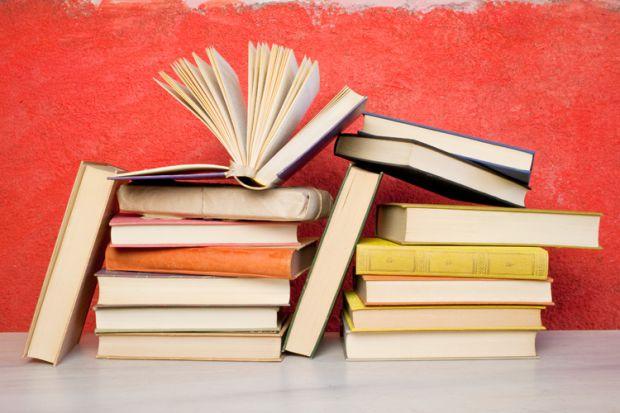 Dosen membaca banyak buku (www.timeshighereducation.com)