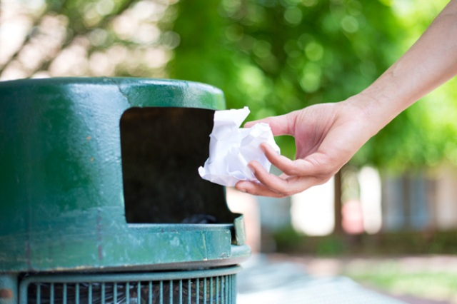 Membuang tisu (www.spectator.co.uk)