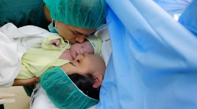 Lahirkan Bayi Cantik, Ini Ungkapan Hati Glenn Alinskie dan Chelsea Olivia