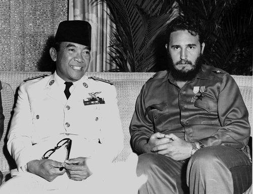 Sukarno dan Fidel Castro (Wikipedia)