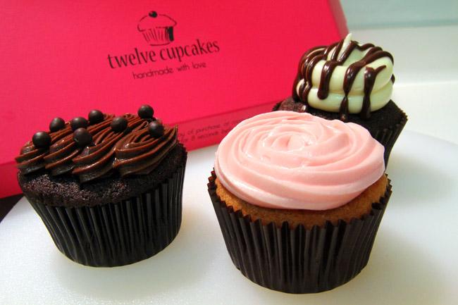 Tweleve Cupcakes (danielfooddiary.com)