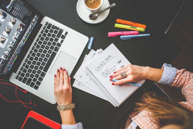 5 Pekerjaan Ini Bisa Kamu Lakoni Sambil Kuliah