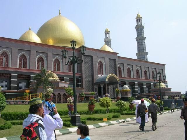 Masjid Kubah Emas di Depok (UI)