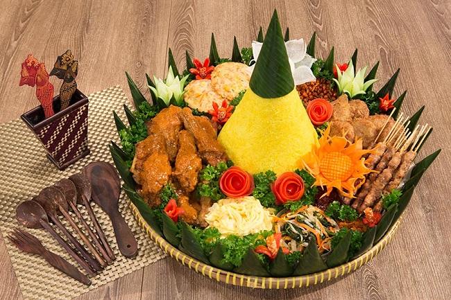 Nasi tumpeng (Indochili)