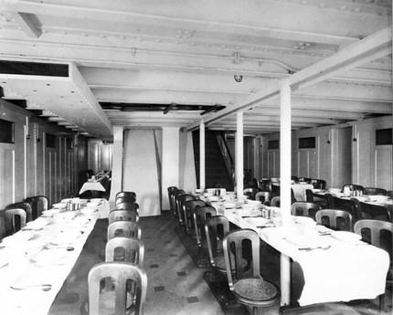 Suasana ruang makan Third Class (Boredpanda)