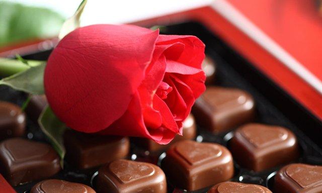 Cokelat dan bunga mawar (youwall.com)