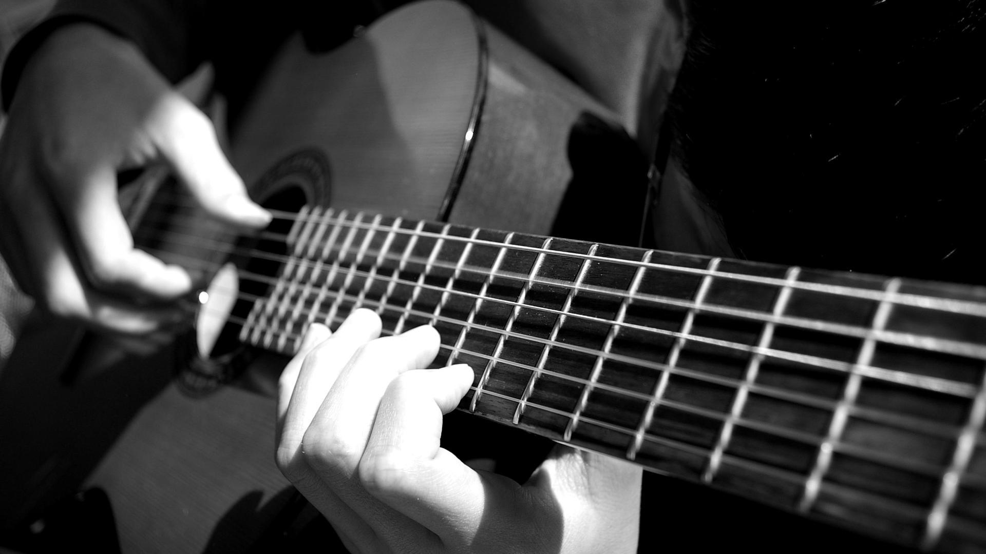 Bangga! Gitar Asli Sidoarjo Ini Laris di Amerika