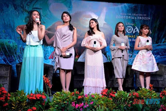 Maudy Ayunda (kedua dari kiri) beserta penyanyi dari Asia Tenggara lainnya (Comeseetoys)