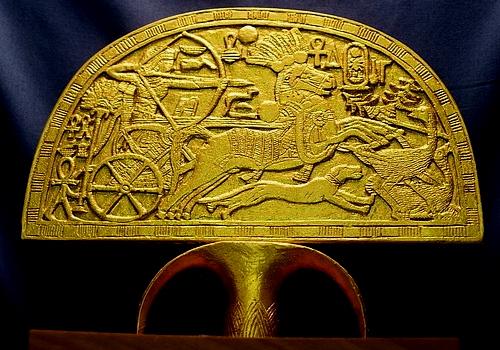 Kipas emas Tutankhamen (Globalclassicart)