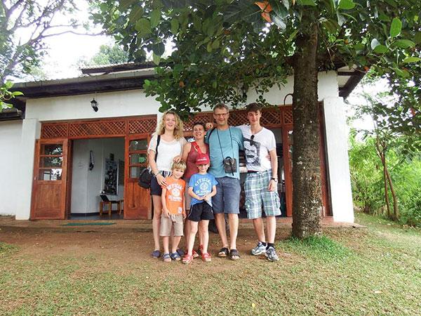 Menginap di rumah penduduk (srilankanexpeditions.lk)