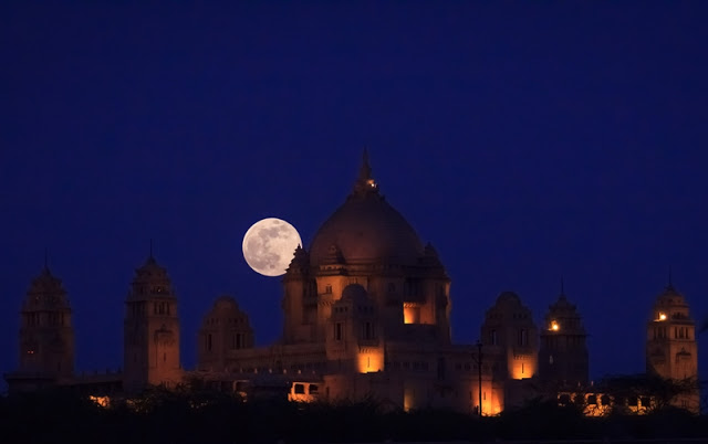 Supermoon di India tahun 2013 (Wikimedia)