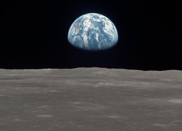 Suasana di Bulan (Listverse)